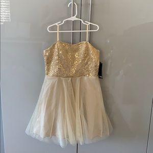 Un Deux Trois beautiful girl dress